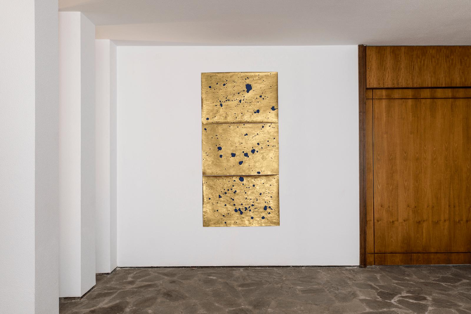 Jordi Mitjà • Costellazione con tre disegni bruciati • ph Massimo Camplone